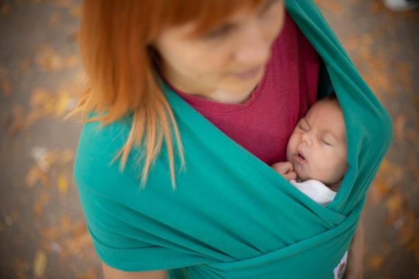 babywearing contatto pelle a pelle